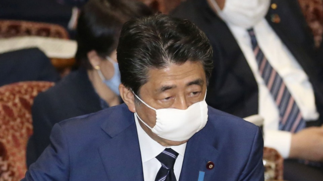 Japan to give cloth face masks to 50 mil. households to fight virus